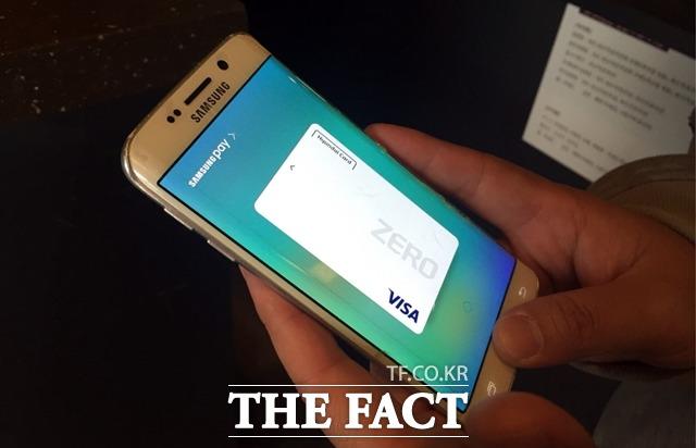 14일 앱 분석 업체 와이즈앱에 따르면 지난 5월 삼성전자 삼성페이 앱 사용자는 493만명에 달했다. /더팩트 DB