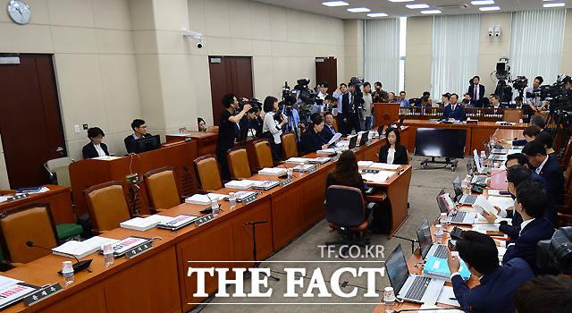 청문회에 불참한 자유한국당 의원들