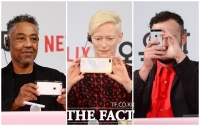 [TF포토] '이렇게 많은 기자들이?'…취재진 촬영하는 칸의 배우들