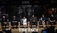 [TF포토] 가볍지 않은 영화 '군함도' 제작 보고회