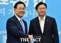 [TF포토] 주호영 바른정당 원내대표 예방한 김영춘 해수부 장관