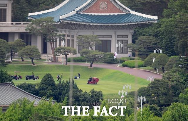 지난달 15일 오후 서울 청와대 본관 앞 정경. /이새롬 기자