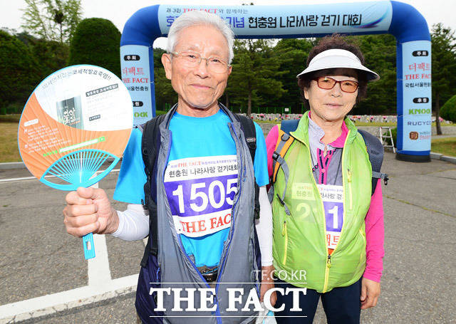 최고령 참가 부부 임선빈(85) 할아버지(왼쪽)와 김용례(78) 할머니가 참가 소감을 전하고 있다. /배정한·임세준 기자