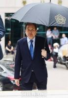 [TF삐컷] 김무성, '국회' 우산 쓰고 런웨이처럼!