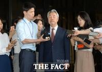 [TF포토] '두 눈 질끈 감고…', 검찰 출석하는 정우현 전 회장