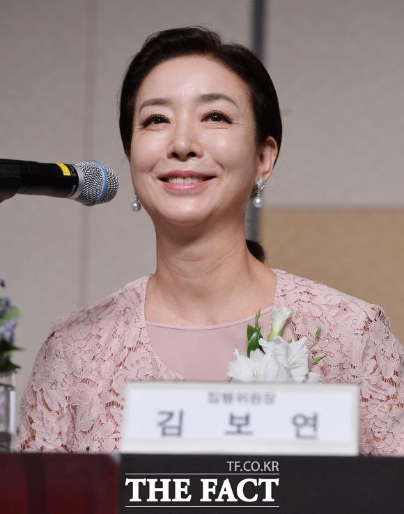배우 김보연은 과거 대기업 회장의 딸을 낳았다는 루머에 휩싸인 바 있다. '스폰서 논란'에 대해 김보연은