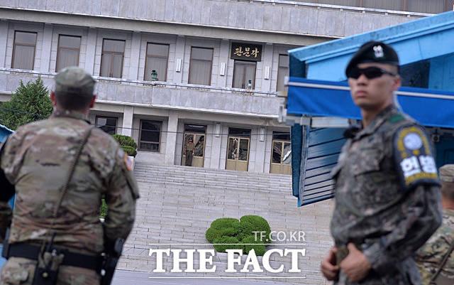 송영무 신임 국방부 장관이 방문하면서 분주해진 판문점