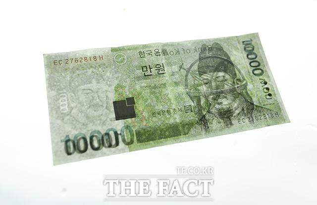 <b>과연 문재인 대통령의 최저임금 1만 원 공약은 이루어질까?</b>