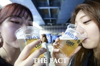 [TF포토] '무더위엔 시원한 맥주가 제격~' 카스 언더브릿지 비츠 파티