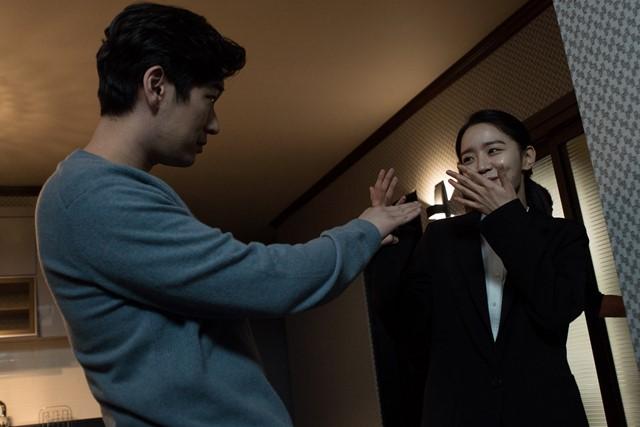 배우 신혜선은 더팩트와 인터뷰에서 비밀의 숲 촬영 현장 분위기에 대해 다들 진지했을 거라고 생각하시는 것 같다. 그런데 화기애애했다고 밝혔다. /YNK엔터테인먼트 제공
