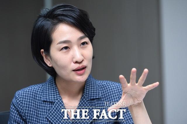 김 의원은 문재인정부가 일자리와 창업을 거론한 점은 나쁘지 않지만, 융자를 너무 많이 푼 것 같아 걱정이라고 지적했다. 김 의원이 문재인정부의 스타트업 정책과 관련해 이야기하고 있다.