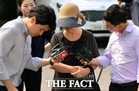 [TF포토] 군 검찰 들어서는 '공관병 갑질' 박찬주 대장 부인