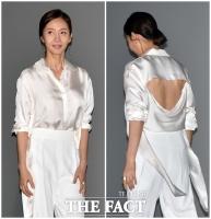 [TF포토] 염정아, '뻥 뚫린 반전 패션'