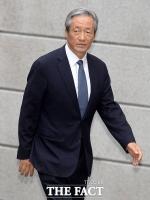 [TF포토] 정몽구 회장 자택 들어서는 정몽준 이사장