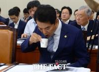 [TF포토] 류영진 식약처장, '속이 탄다, 속이 타!'
