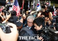 [TF포토] '집행유예' 박상진 전 사장, '재판보다 힘든 귀갓길'