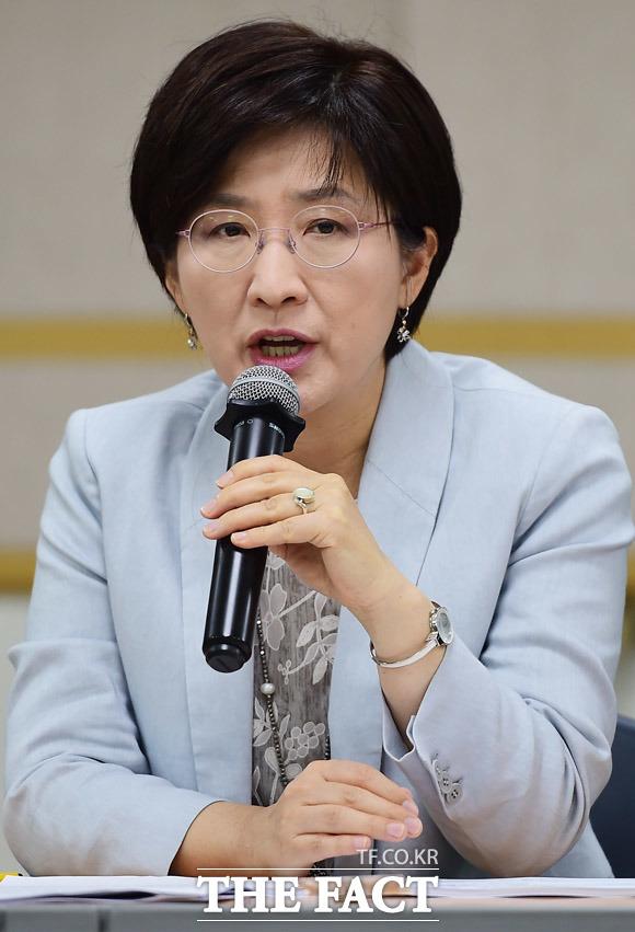 모두발언 하는 박주현 여성위원장