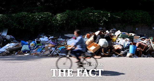 단지 내 도로 차지한 쓰레기들