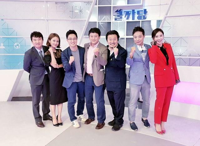 케이블 채널 tvN 곽승준의 쿨까당 232회 출연자들이 카메라를 바라보며 환하게 웃고 있다. /이효균 기자 페이스북