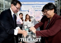 [TF포토] '근심을 씻어버려요'…올바른 손씻기 해우소 캠페인