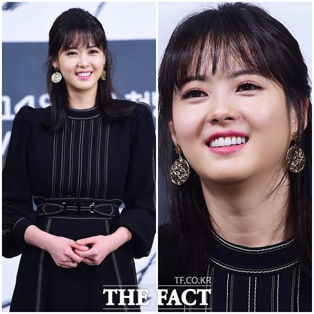 OCN 새 오리지널 블랙 제작발표회가 11일 오후 서울 강남구 임피리얼팰리스호텔에서 열린 가운데 배우 고아라가 포토타임을 갖고 있다. / 배정한 기자