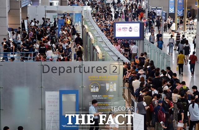 중국의 사드 보복 조치로 금한령이 내려지면서 한국행 중국 관광객 급감 추세가 올 3월부터 7개월째 이어지는 가운데 역으로 한국인의 중국 여행 수요도 줄었다. /더팩트 DB