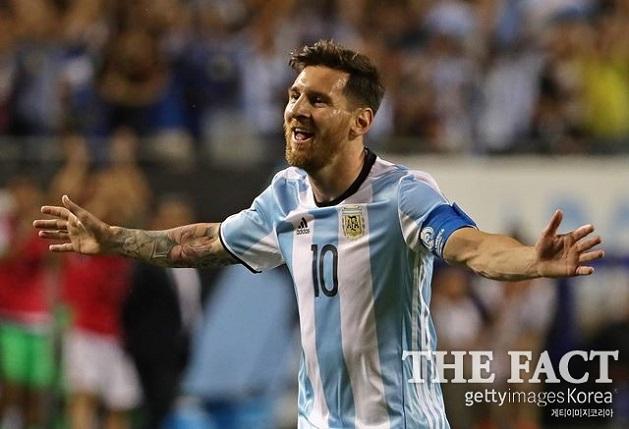 리오넬 메시가 11일(한국시간) 에콰도르전에서 해트트릭을 기록, 월드컵 남미예선 통산 골 1위로 올라섰다./게티이미지