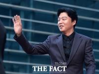 [TF포토] 김희원, '부산팬 공략하는 살인미소