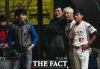 [TF포토] 한스타 연예인 야구대회' 개막전 관람하는 이종범