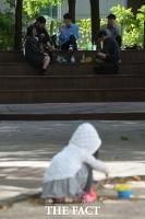 [TF포토기획] '술판' 어린이 공원, 쫓겨나는 우리 아이들