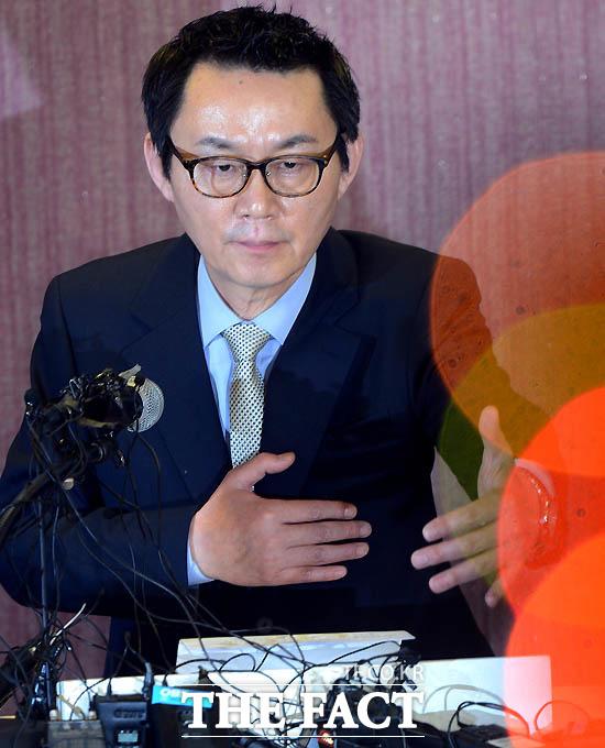 성추행 의혹에 대해 해명 기자회견 갖는 윤창중 전 대변인.