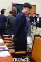 [TF포토] 뒷짐 진 김상조 공정거래위원장