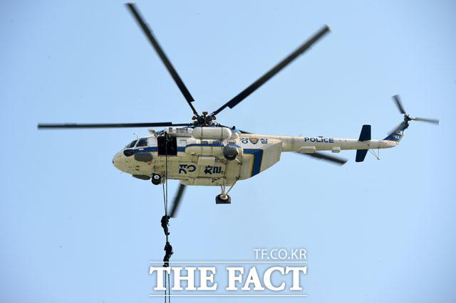 헬기 레펠 펼치는 경찰특공대
