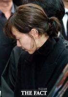 [TF포토] '고 김주혁 발인' 연인 이유영, '말할 수 없는 고통'