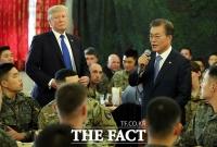 [TF포토] '파격 영접' 文-트럼프, 캠프 험프리서 한미동맹 과시