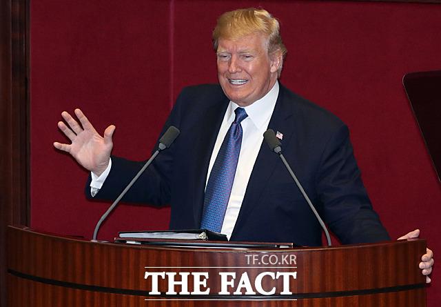 국빈 방한 중인 도널드 트럼프 미국 대통령이 8일 오전 서울 여의도 국회 본회의장에서 연설을 하고 있다. 미국 대통령의 국회 연설은 1993년 7월 빌 클린턴 대통령 이후 24년 만이다. /국회사진취재단