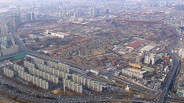 서울 용산 미군기지와 주변 지하수 오염을 둘러싼 환경부의 2·3차 조사 결과를 공개해야 한다는 법원 판결이 항소심에서도 나왔다. /KBS 자료화면