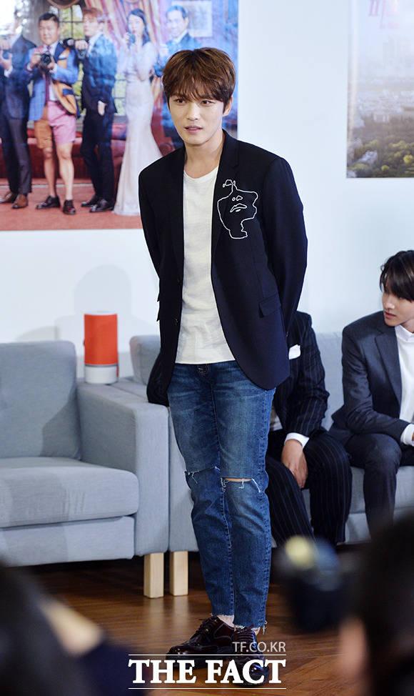 가수 겸 배우 김재중이 9일 오후 서울 강남구 선릉로 에잇디서울카페에서 열린 네이버 웹예능 포토피플 제작발표회에 참석해 포토타임을 갖고 있다. /이덕인 기자