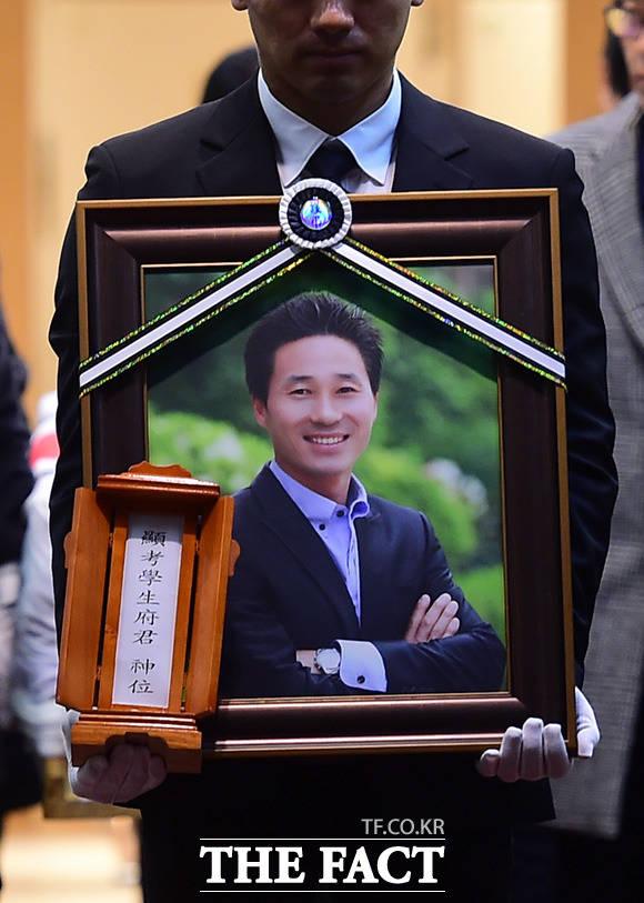 지난 2014년 세월호 참사로 실종됐다 3년 만에 유해를 찾은 고창석 단원고 교사의 발인이 13일 오전 서울 강남구 서울삼성병원 장례식장에서 진행되고 있다. /임세준 기자