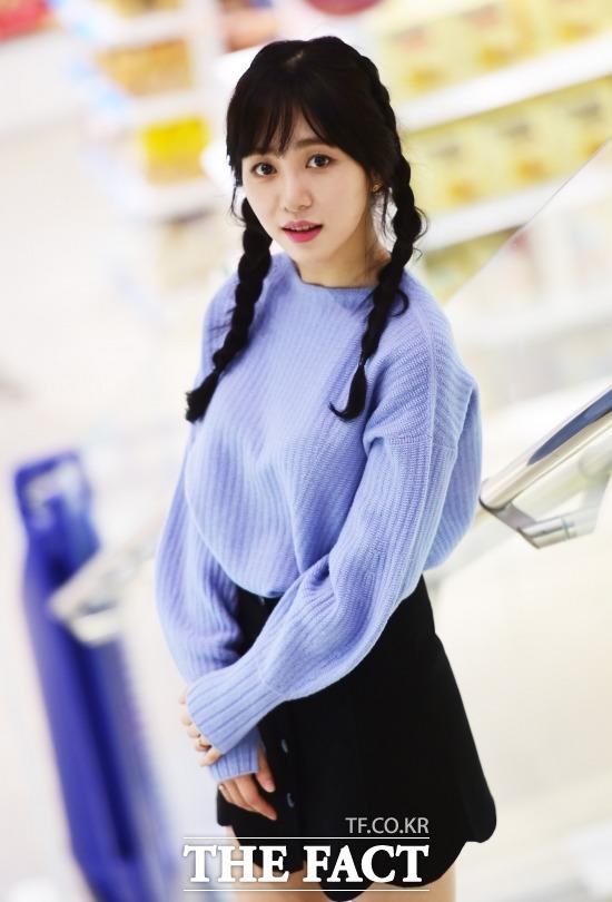 그룹 AOA 멤버 겸 배우 민아는 더팩트와 인터뷰에서 대중들이 저를 반전 매력을 가진 사람이라고 봐주셨으면 좋겠다고 밝혔다. /배정한 기자