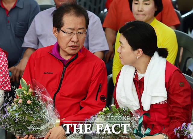 홍준표 자유한국당 대표(왼쪽)와 류여해 최고위원(오른쪽).  /배정한 기자