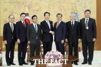[TF포토] 日 공명당 야마구치 대표, 文 대통령에 아베 친서 전달