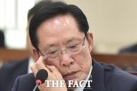 [TF포토] 북한 미사일 도발에 고심하는 송영무 장관