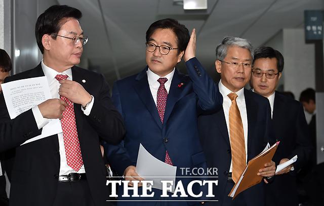 합의문 발표를 위해 나서는 세 사람과 김동연 부총리(왼쪽부터).