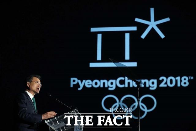 6일 국제올림픽위원회(IOC)는 로잔에서 집행위원회를 열고 조직적 도핑 조작을 저지른 러시아의 평창 올림픽 참가를 금지하기로 결정했다. 사진은 지난 9월 미국 뉴욕에서 평창의 밤 행사에 참석한 문 대통령./청와대 제공