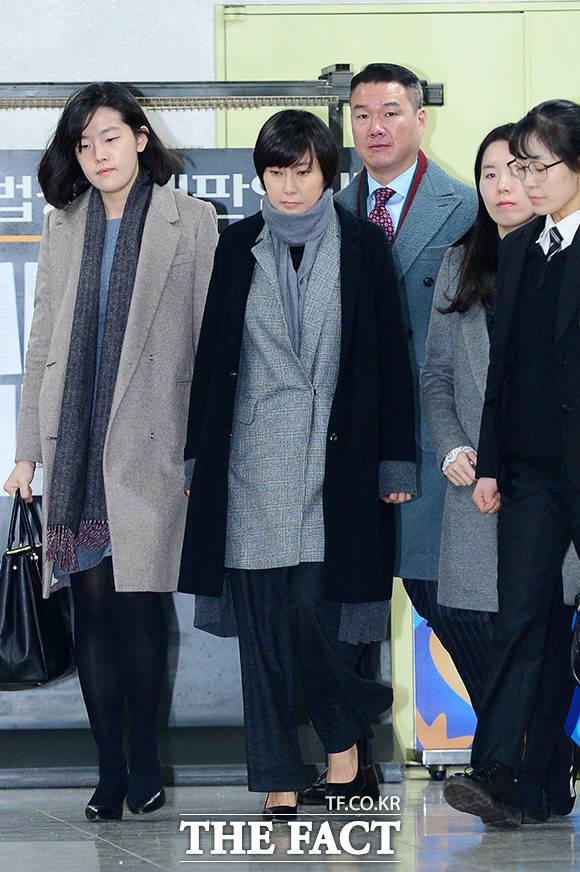 장시호 씨가 6일 오후 서울 서초구 서울중앙지방법원에서 열리는 1심 선고 공판에 출석하고 있다./남용희 기자