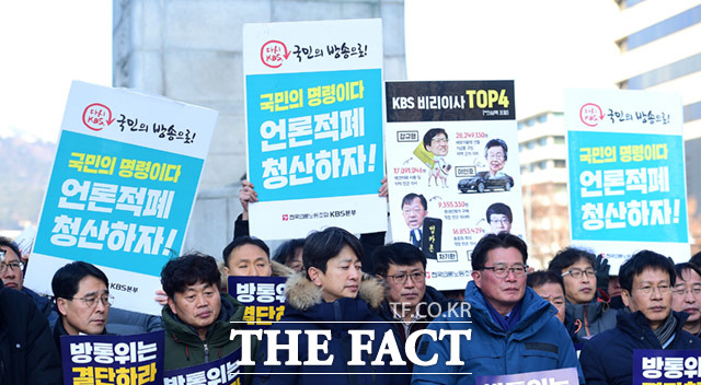 단식농성에 돌입한 김환균 전국언론노조 위원장(왼쪽)과 성재호 KBS 본부장