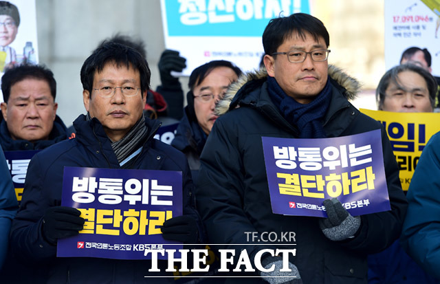 김환균 전국언론노조 위원장(왼쪽)과 성재호 KBS 본부장