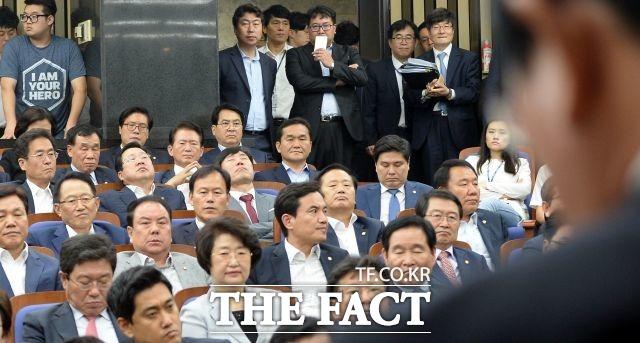 오는 12일 자유한국당 원내대표 경선이 치러진다.  /임영무 기자