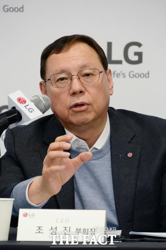 LG전자는 프리미엄 통합 브랜드인 LG 시그니처를 적용한 스마트폰 LG 시그니처 에디션을 이달 말 내놓을 계획이다. 이번 LG 시그니처 에디션 출시는 조성진 부회장의 의중이 담겼다. 앞서 조성진 회장은 1등 DNA를 모바일 사업에도 심겠다고 말한 바 있다. /LG전자 제공